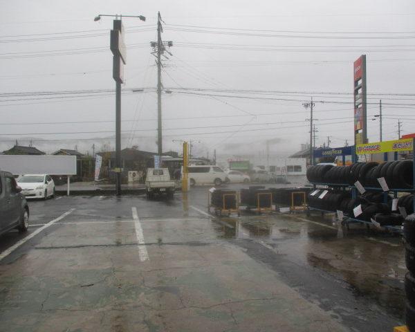 アップガレージ長野店 雨…