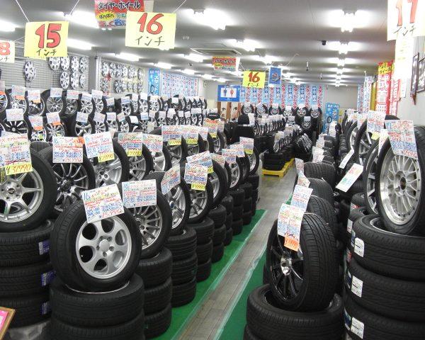アップガレージ長野店のスタッドレスコーナー!