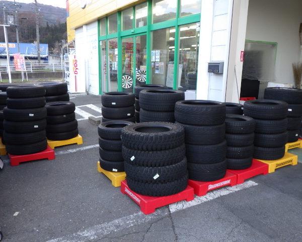 アップガレージ長野伊那店 大量のタイヤが入荷しました。