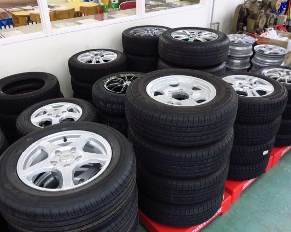アップガレージ伊那店 タイヤとホイールをいっぱい組みました
